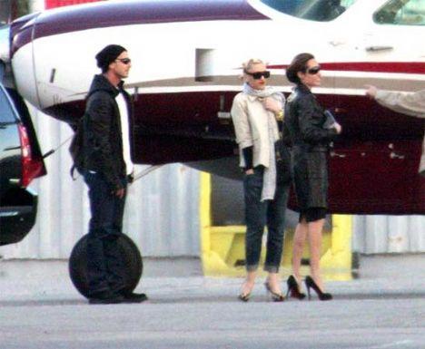Dünyanın en ünlü annelerinden ikisi olan Angelina Jolie ve Gween Stefani oyun buluşmları düzenliyor ve hatta tatillere bile birlikte çıkıyorlar.